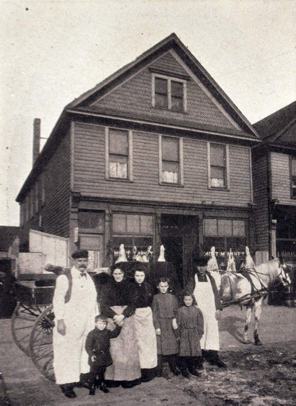 group of Italian immigrants on Grant Street in Buffalo